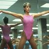 Спортивная одежда розового цвета, как у  Джейми Ли Кертис в фильме «Идеально»