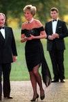 Принцесса Диана в черном платье Christina Stambolian на приеме в Serpentine Gallery в июне 1994 года
