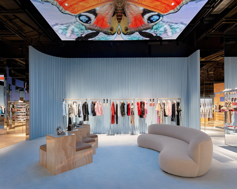 Как будут выглядеть офлайн-магазины будущего по мнению Риккардо Тиши