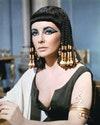 """Британская актриса в костюме и с макияжем глаз для съемок рекламы фильма """"Клеопатра"""", 1963 год."""