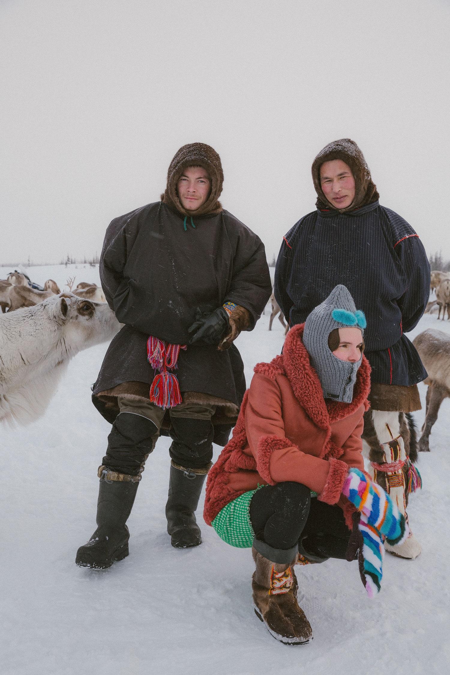 Теплые дубленки, необычные свитеры, яркие аксессуары и платья с мехом в новой коллекции петербургского бренда k é k é для суровой зимы