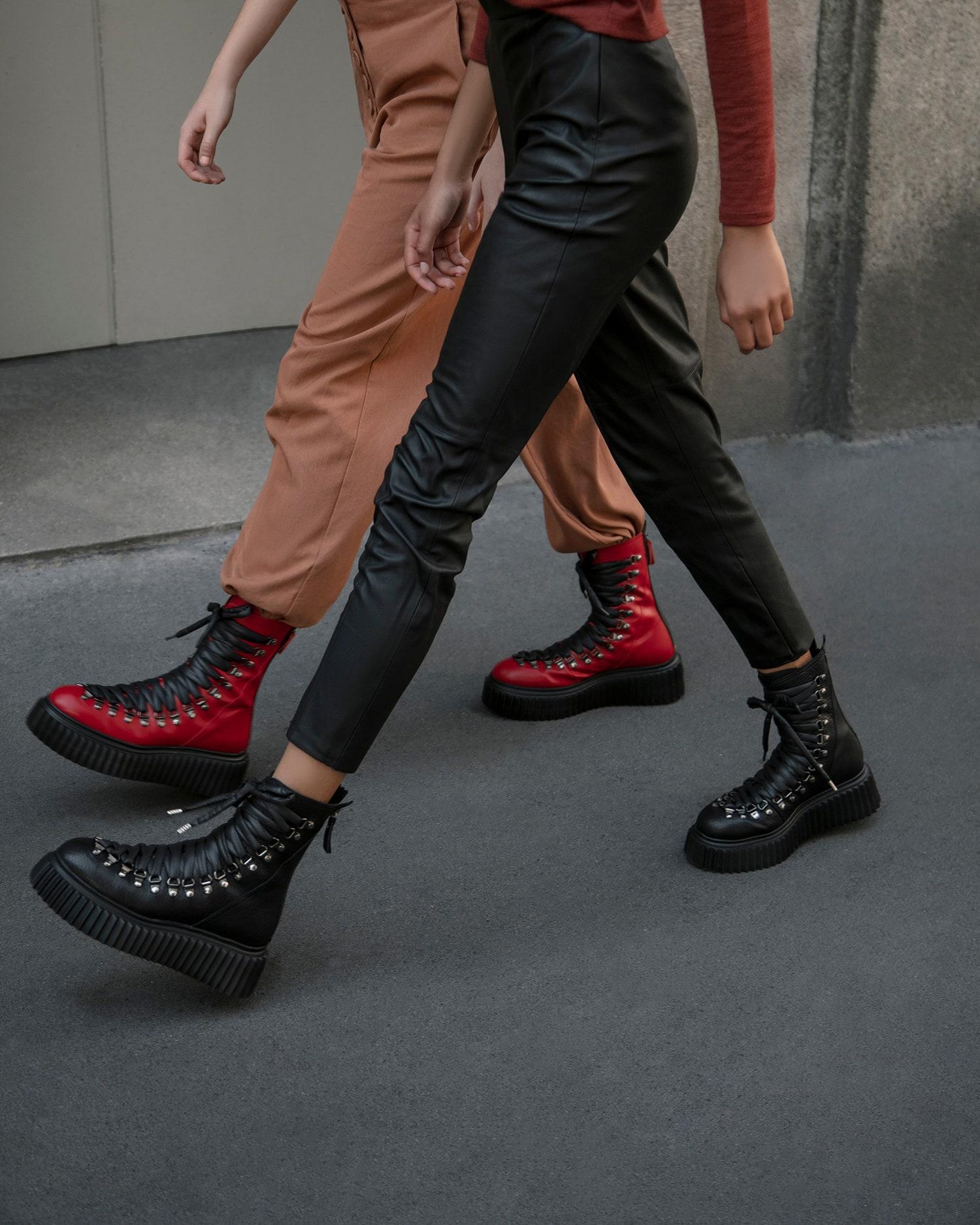 Новые брутальные высокие ботинки AGL на шнуровке в стиле гранж —новое решение итальянского бренда для базового гардероба, которое подойдет как на каждый день, так и для особого случая