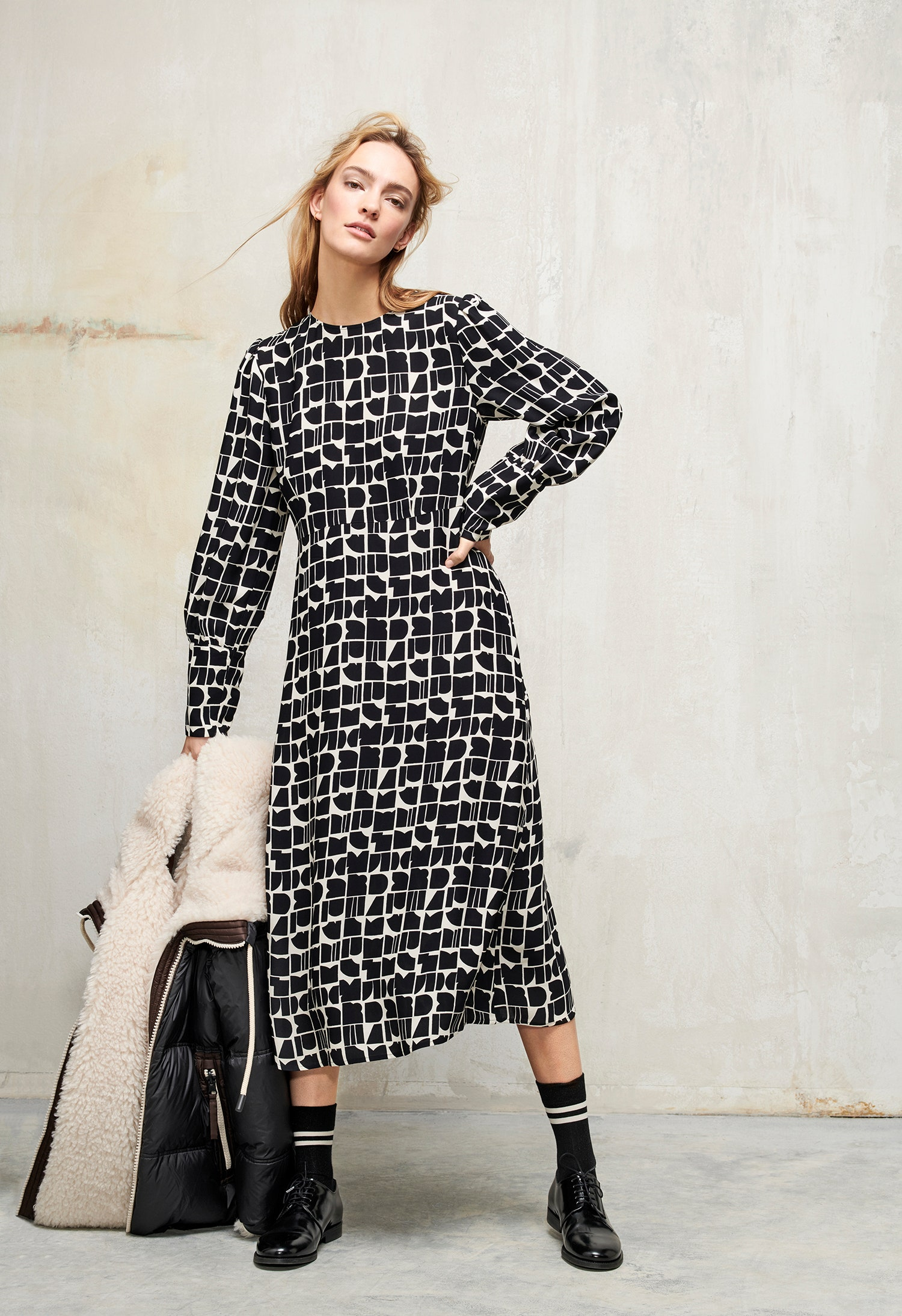Базовый гардероб в женственной коллекции Luisa Cerano: свитеры, платья миди, костюмы, шубы из искусственного меха, вещи из кожи