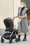 Хлое Севиньи на прогулке с сыном Ваней в Нью-Йорке