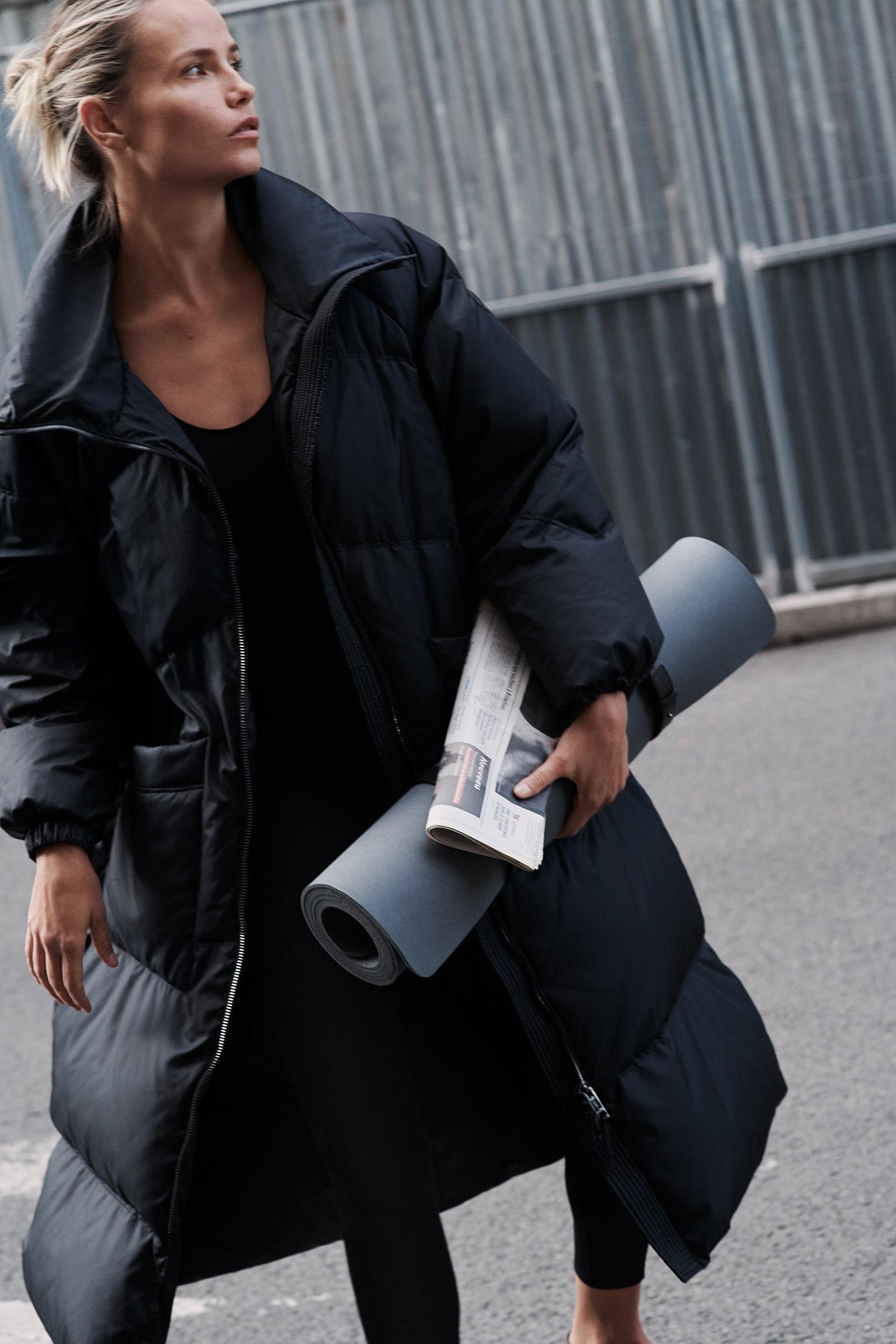 Все для йоги: идеальные бра, леггинсы, комбинезоны, майки, футболки и коврики в новой коллекции Massimo Dutti Soft