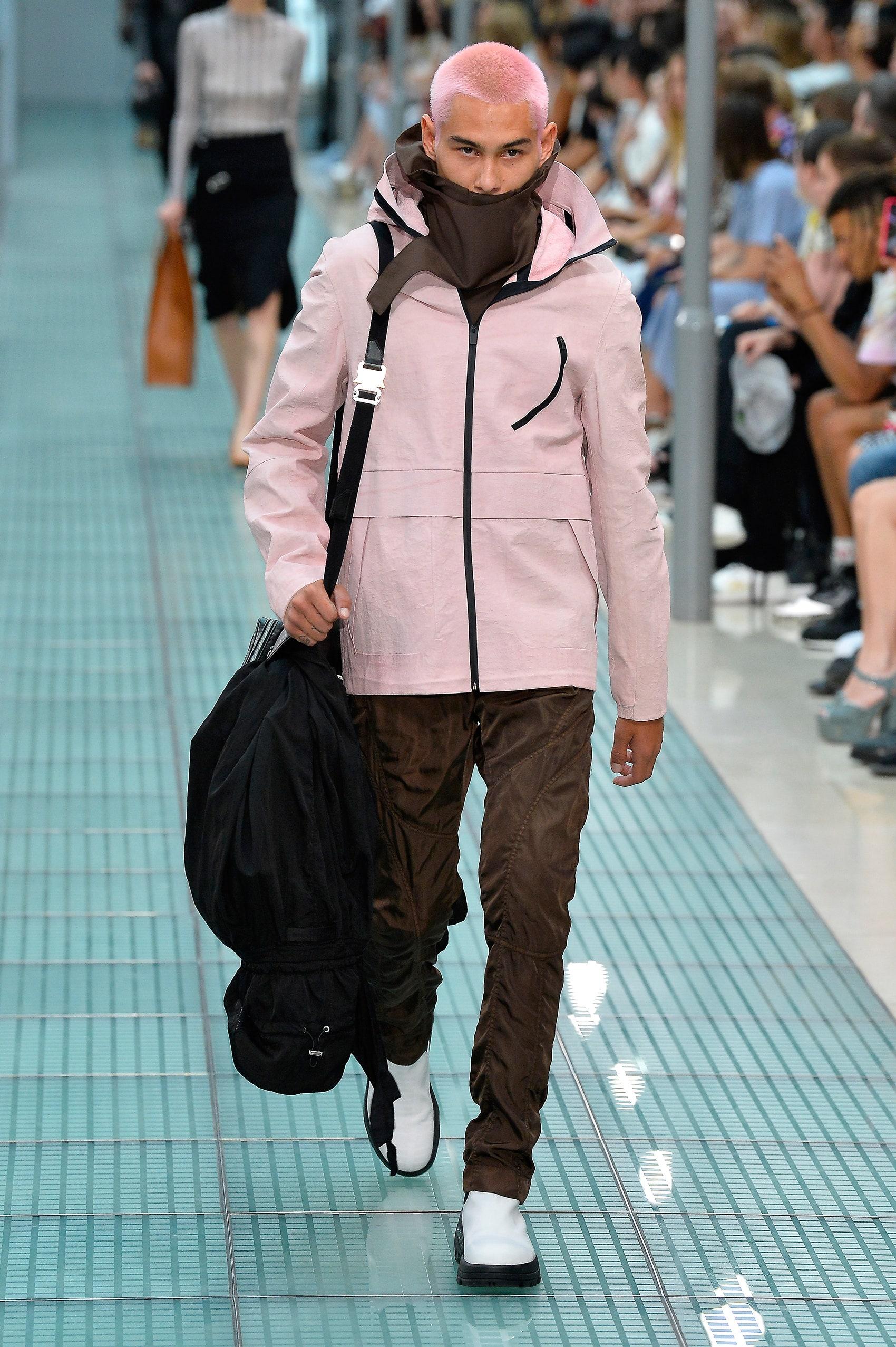 Эван Мок - друг Фрэнка Оушена и парень с розовыми волосами из нового ремейка сериала «Сплетница»
