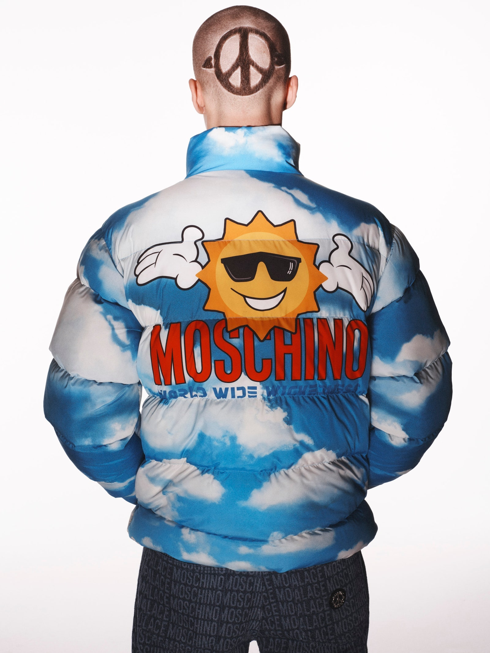 Palace сделали коллаборацию с Moschino