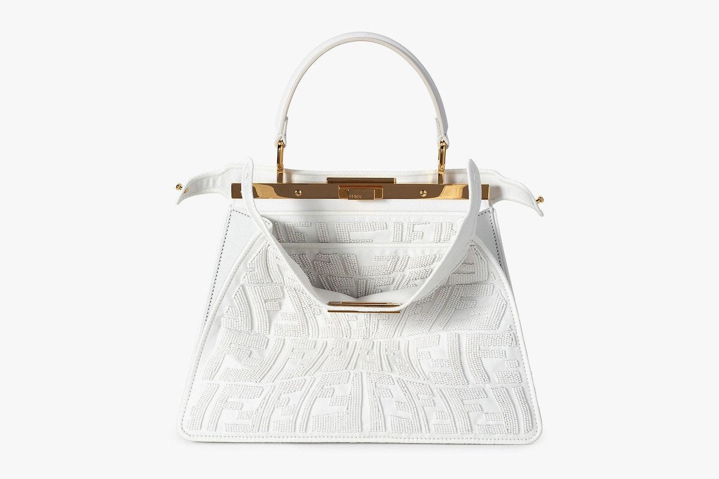 Новая вариация сумки Fendi Peekaboo светится в темноте