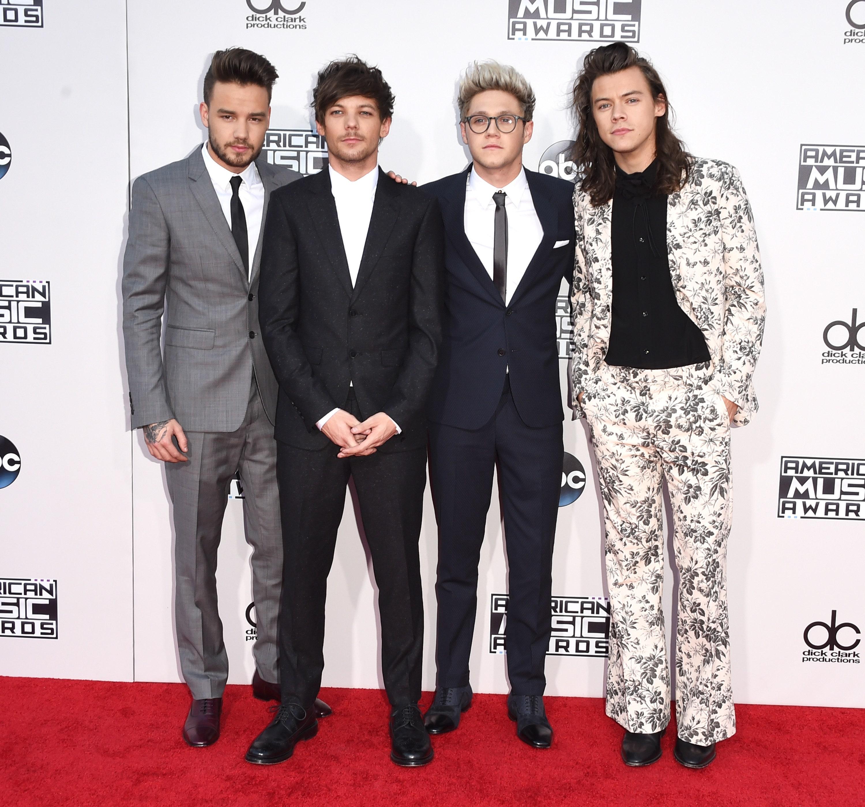Гарри Стайлс — главная икона стиля современности. Как эволюционировал его стиль со времен One Direction