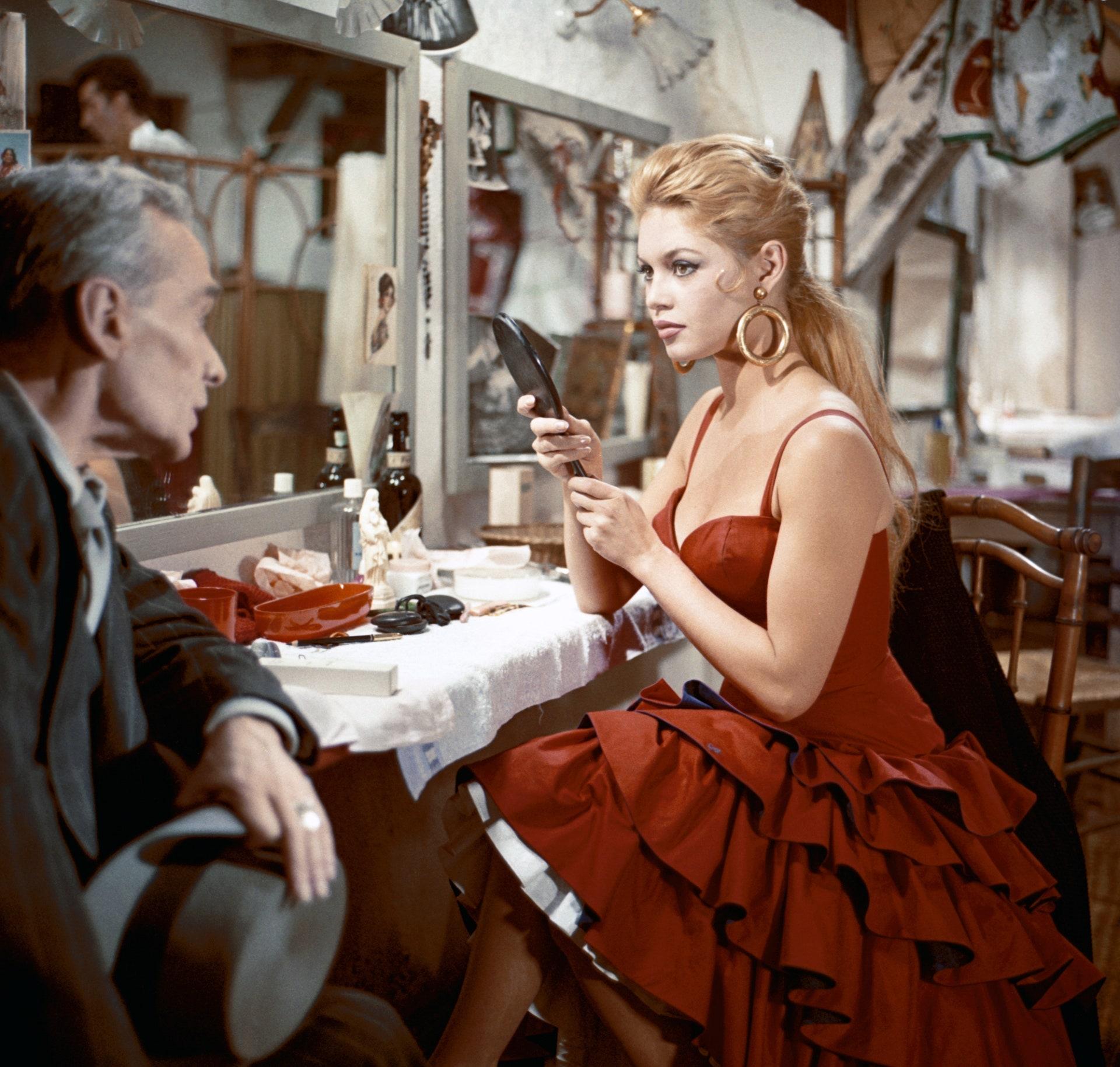 Легендарные красные платья в кино   Vogue Russia