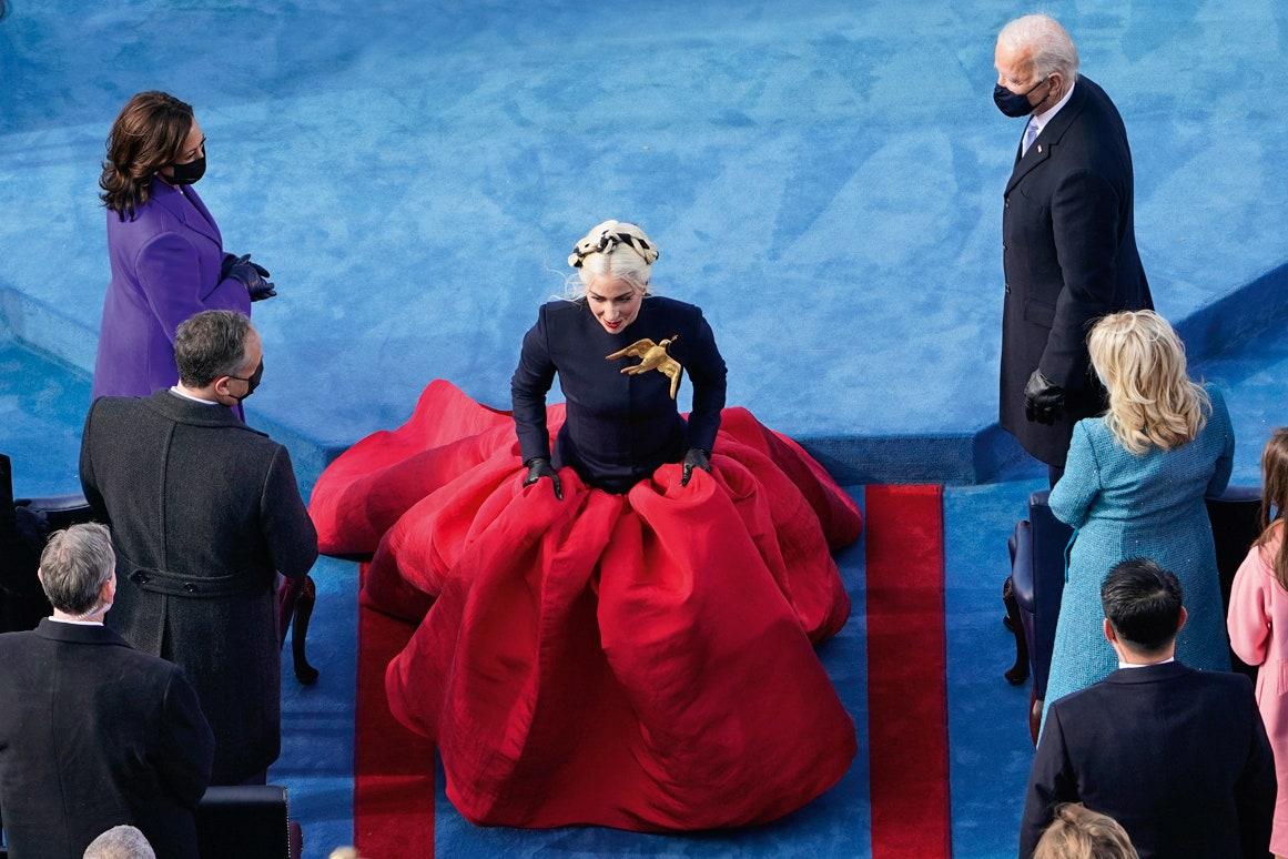 Почему политики в России одеваются немодно (и что с этим можно сделать)