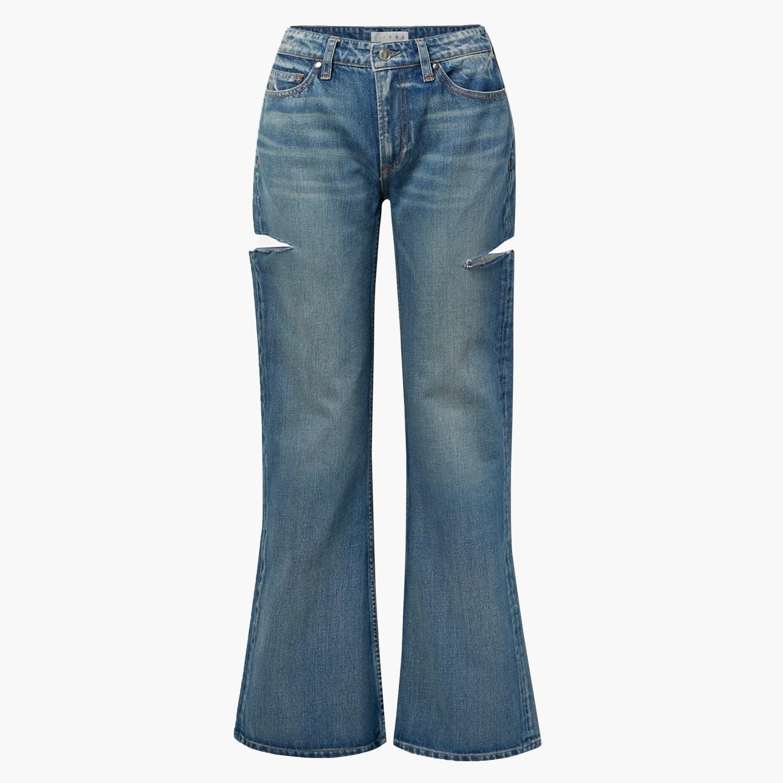 Модные джинсы 2021: Софи Тернер показывает, что экспериментировать с джинсами можно