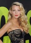 """L'actrice Blake Lively arrive à la première du film """"Savages"""" d'Universal Pictures à Westwood Village le 25 juin 2012 à Los Angeles."""