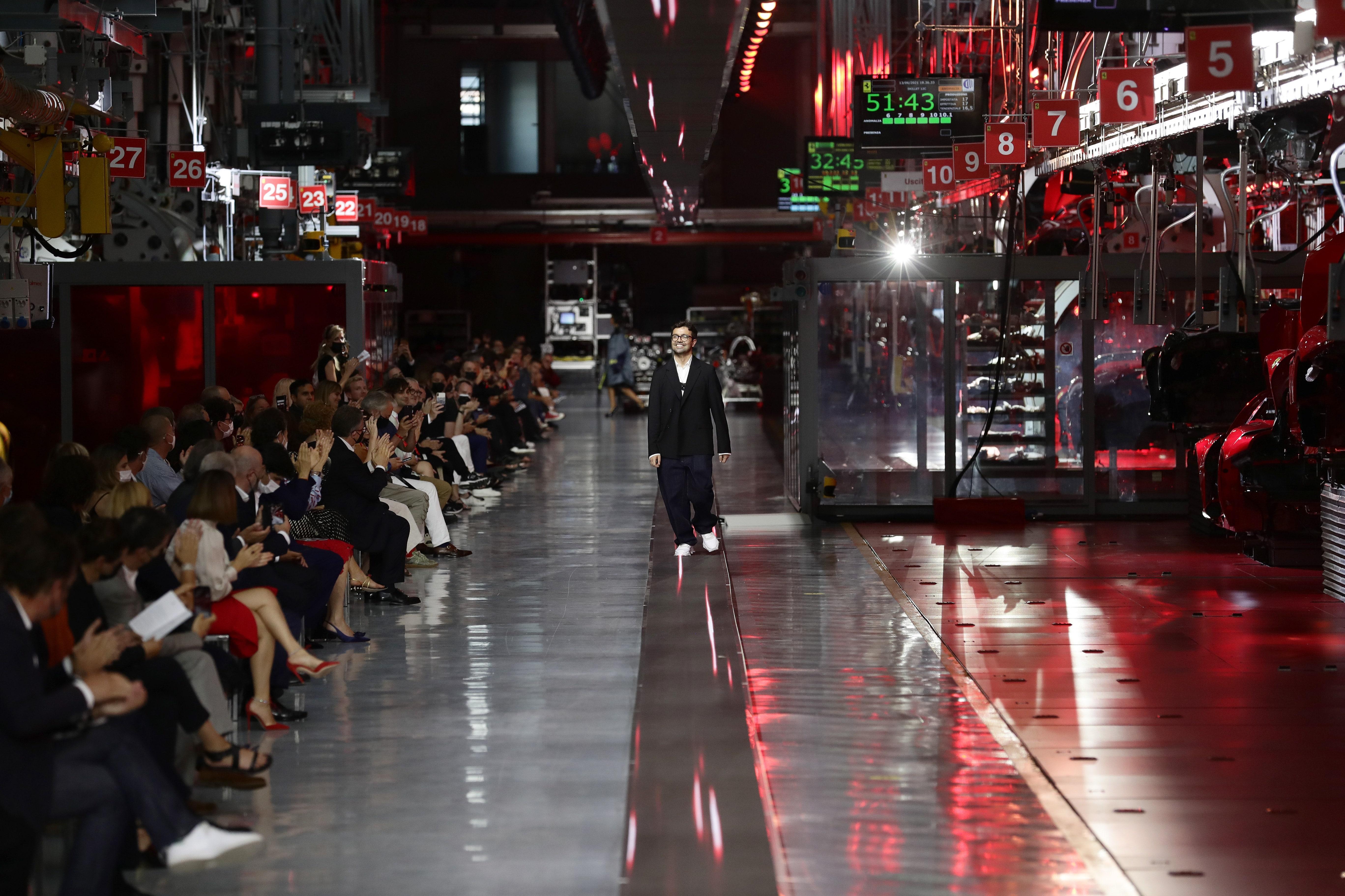 Ferrari показали дебютную коллекцию одежды. За что все ее ругают?